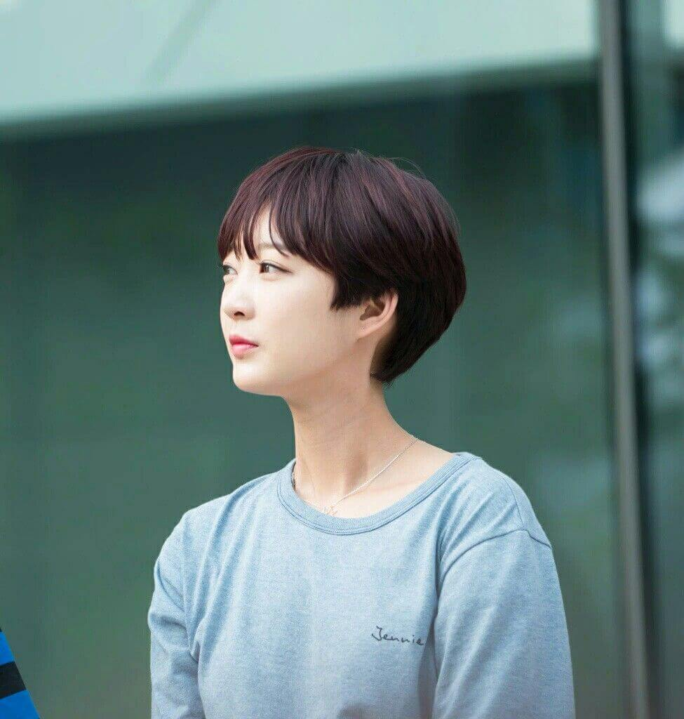 Korean Short Haircuts For Round Faces 15