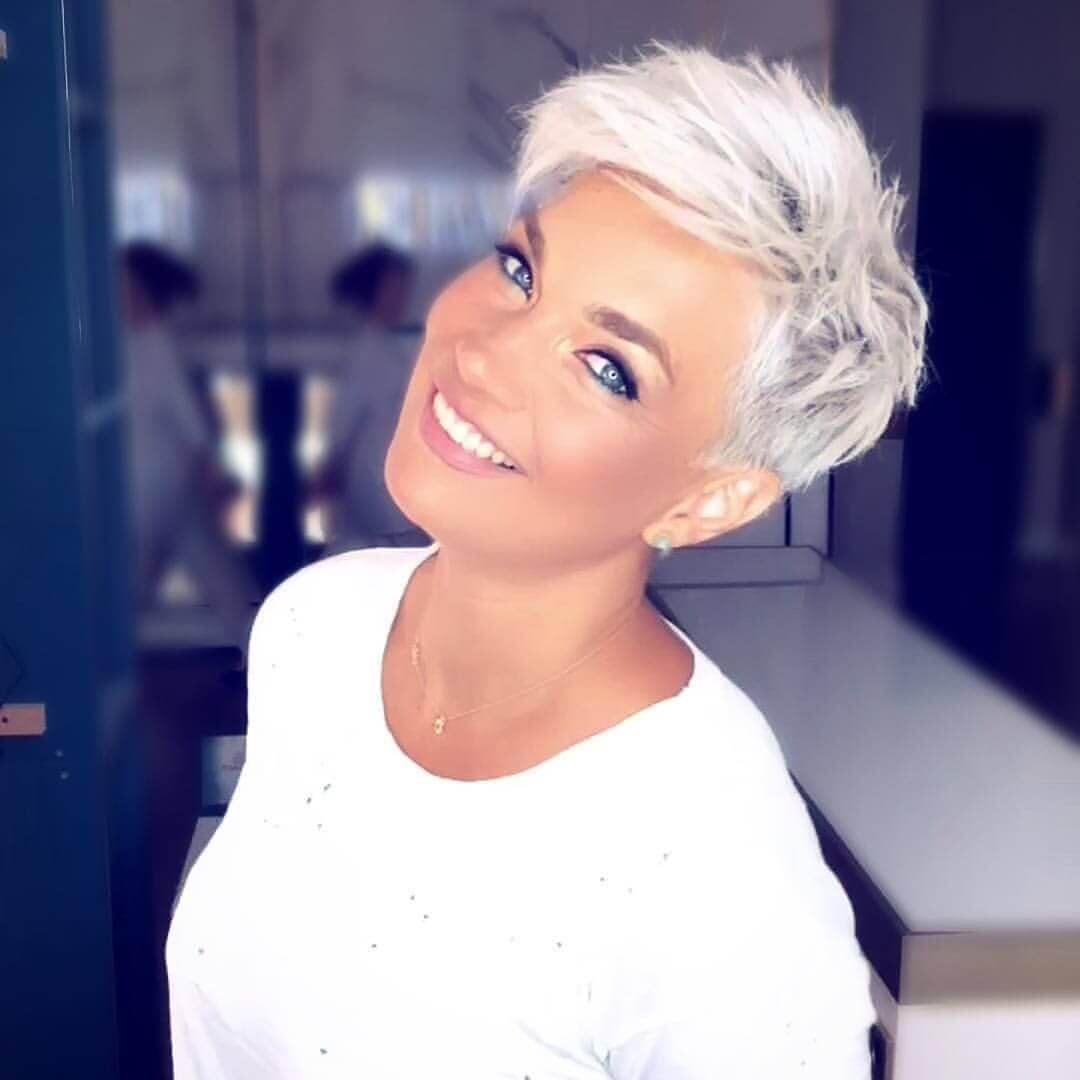Short Haircuts for Women With Thick Hair - 50+