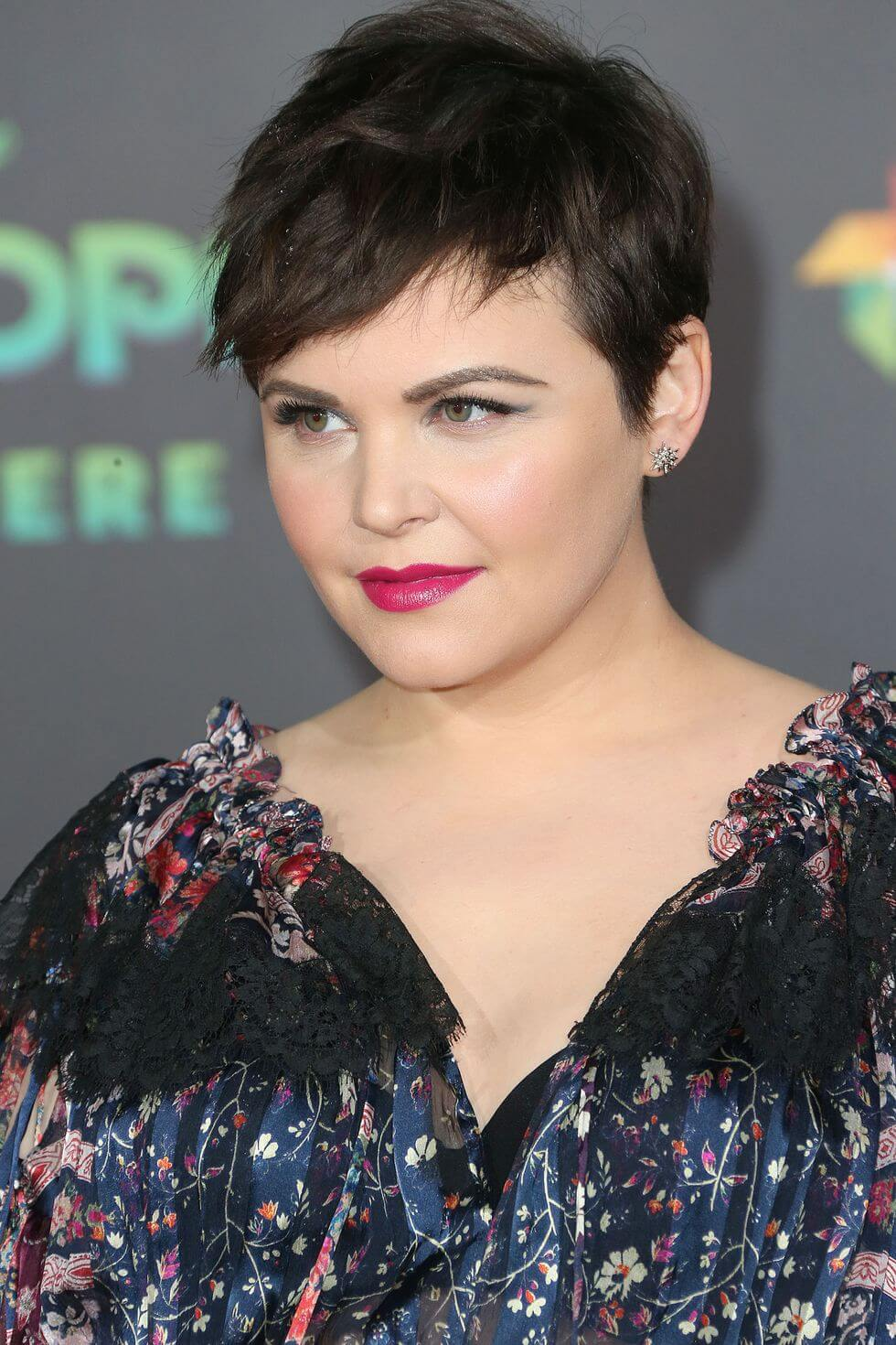 Women's Short Haircuts for Round Faces   25+