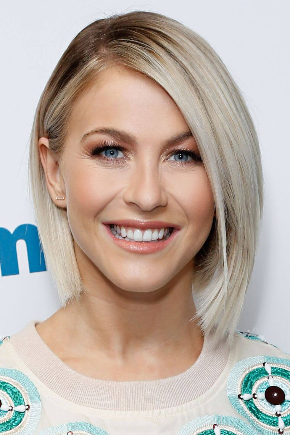 Women's Short Haircuts for Round Faces - 25+