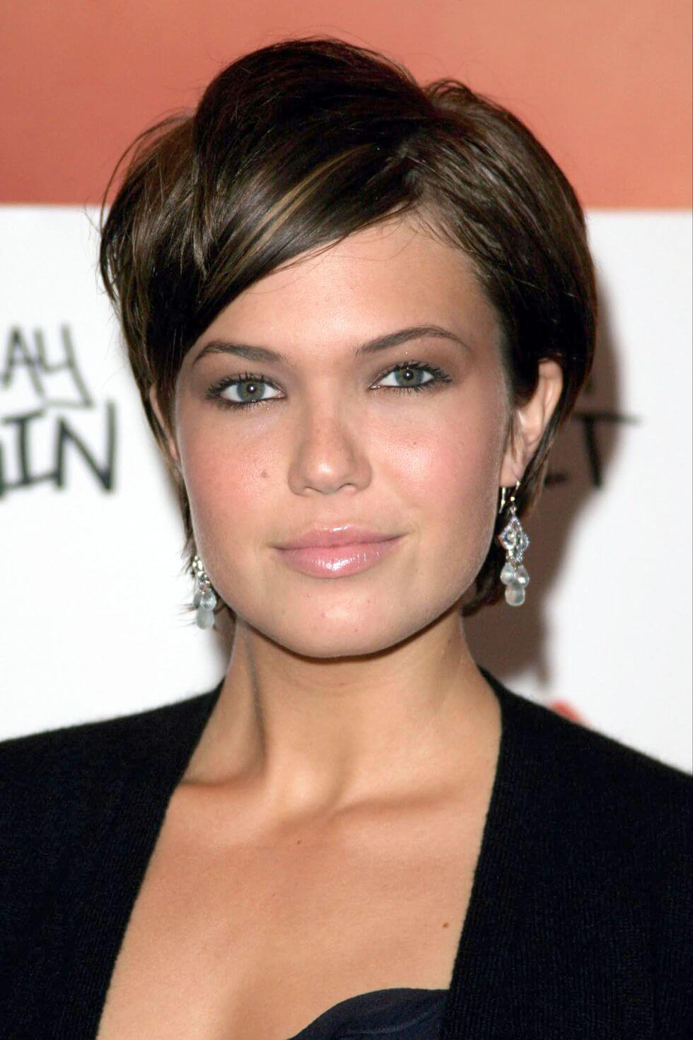 Very Short Pixie Haircuts for Round Faces   15+