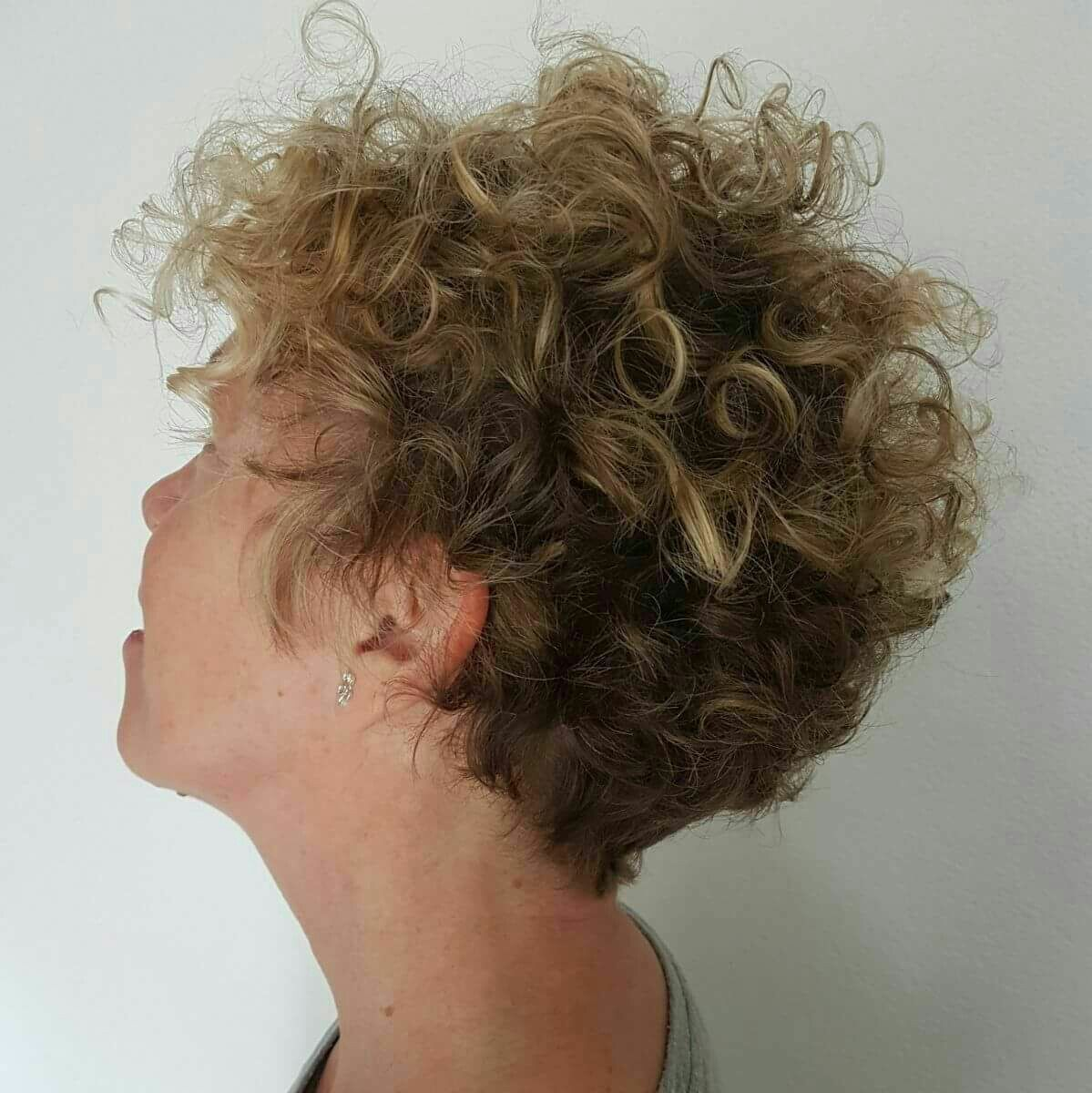 admire wedge hairstyles that should try in 2021 24