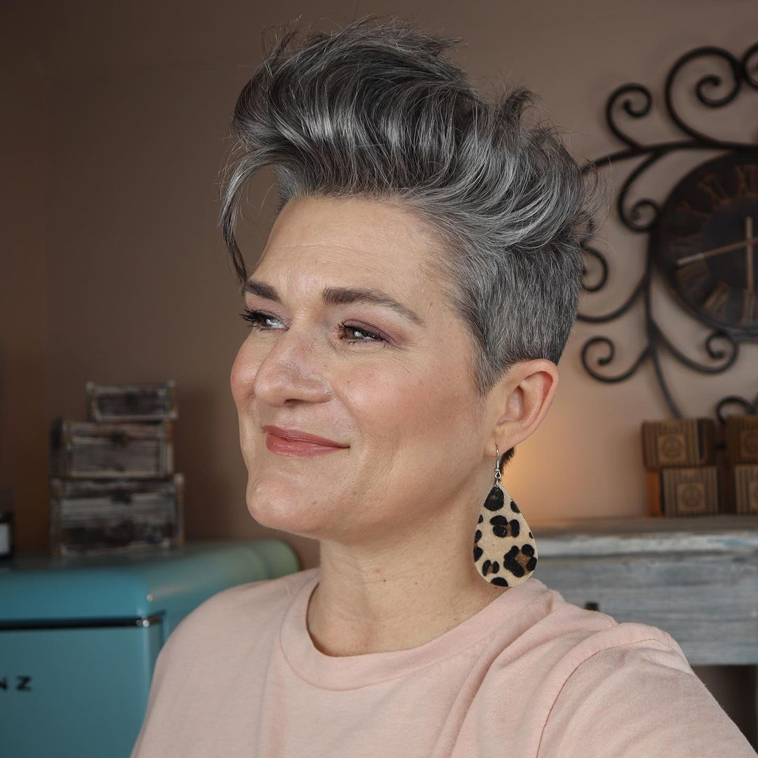 chic short hairstyles for plus size over 50 best ones 2 27