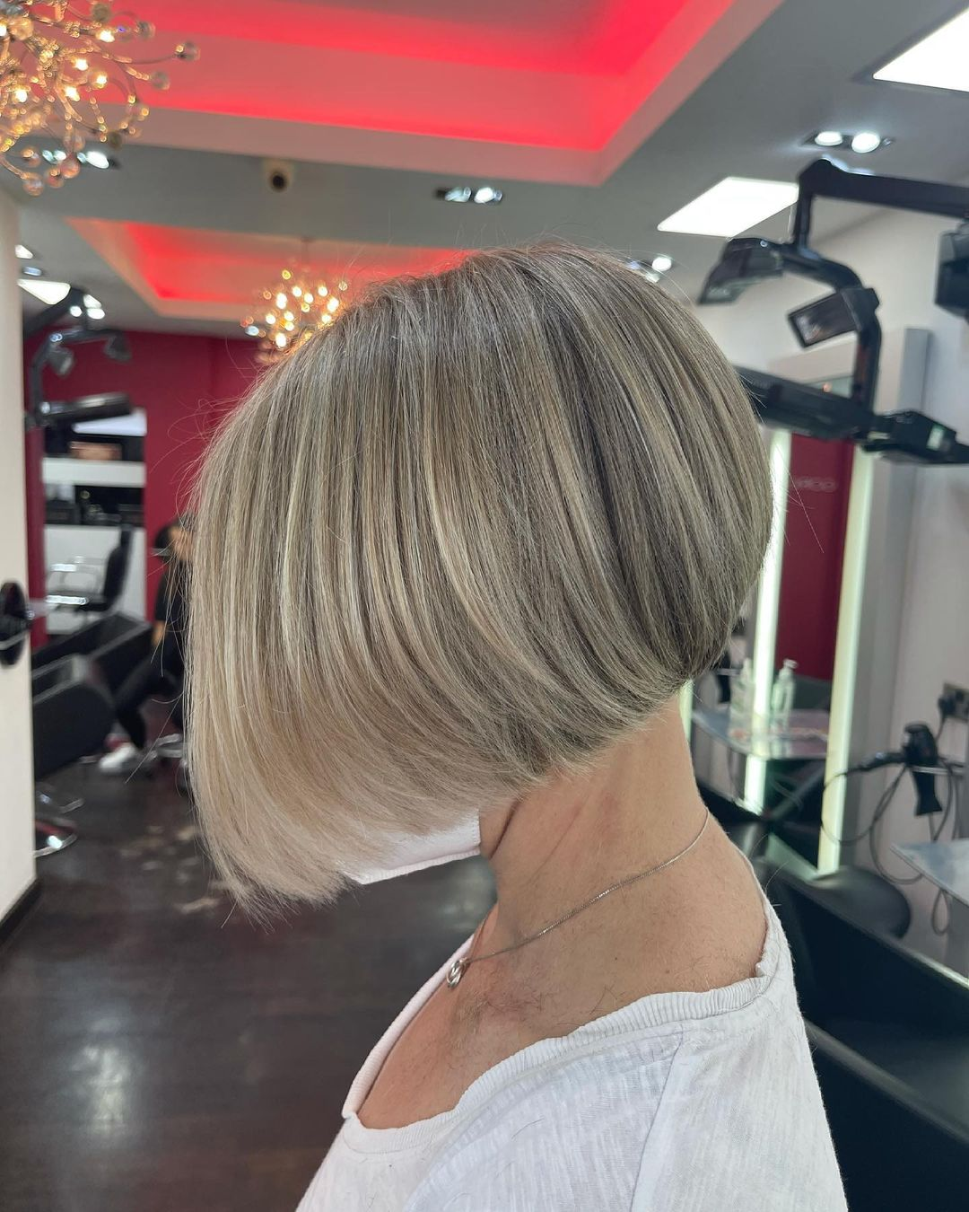 chic short hairstyles for plus size over 50 best ones 2 8