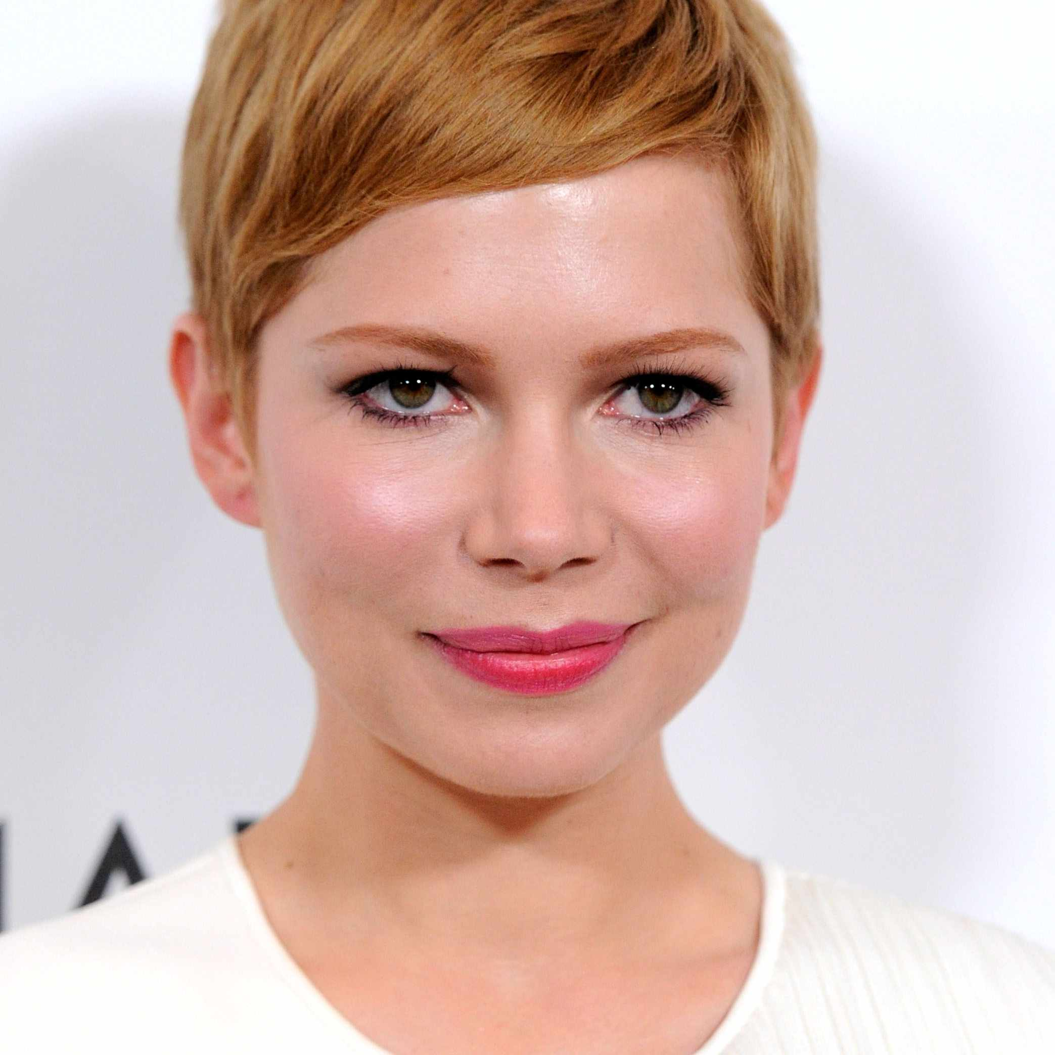 cute pixie haircuts for round faces 17
