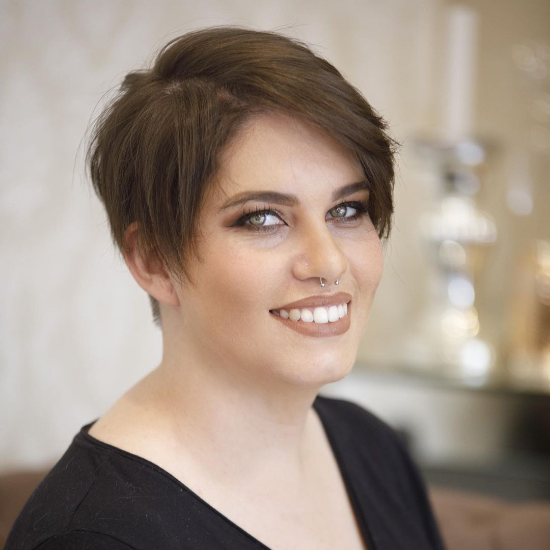 cute pixie haircuts for round faces 8