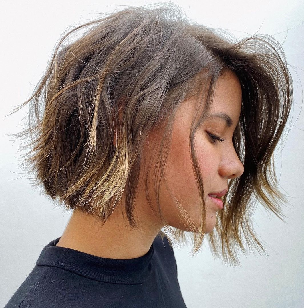 latest layered short haircuts for round faces 2021 2