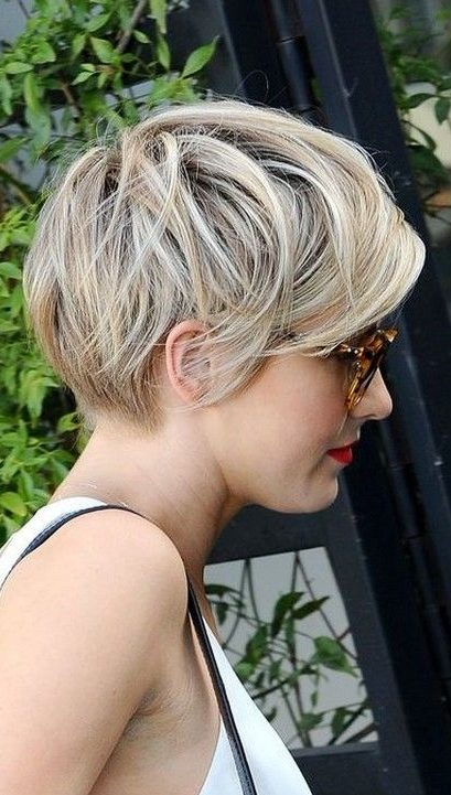 latest layered short haircuts for round faces 2021 26