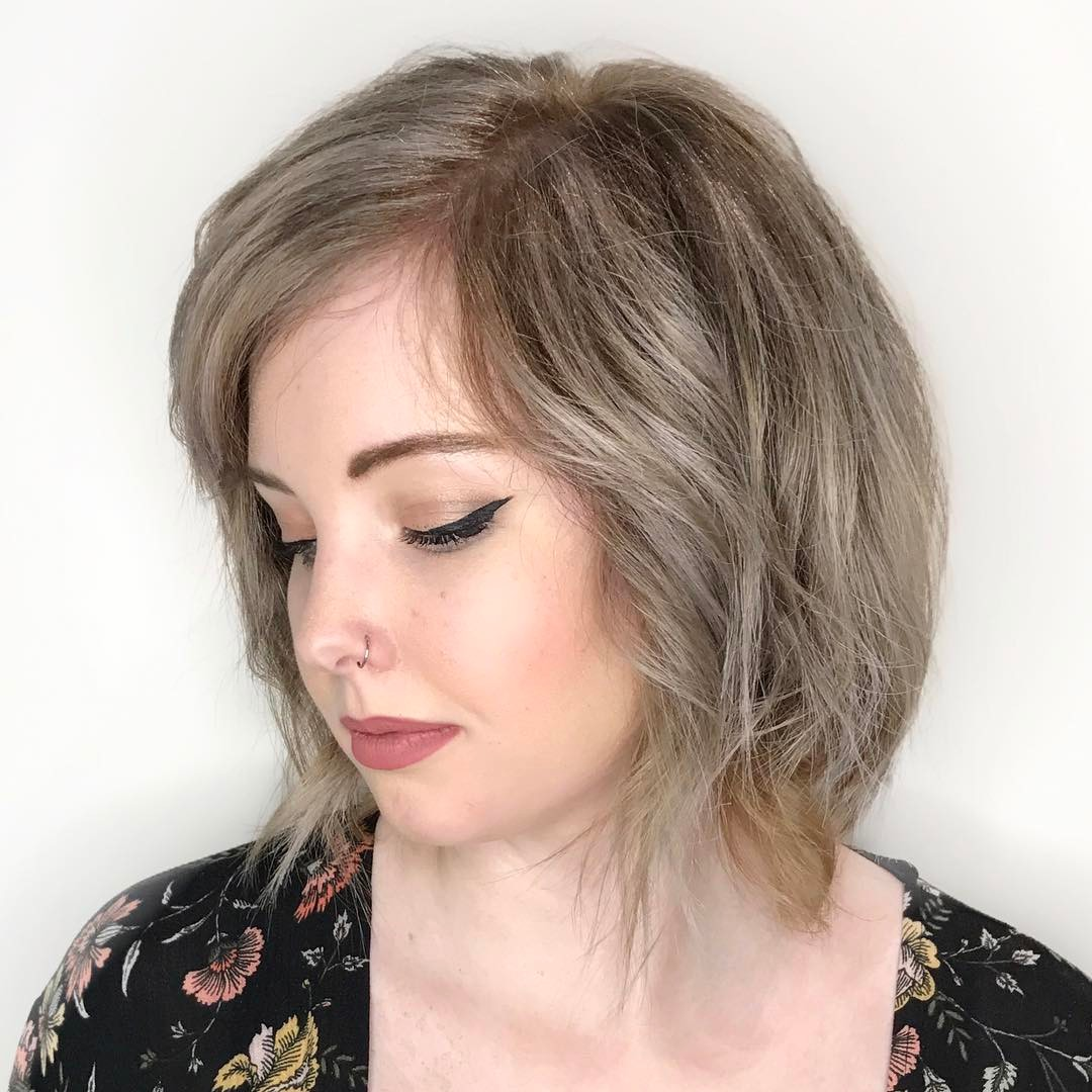 latest layered short haircuts for round faces 2021 4