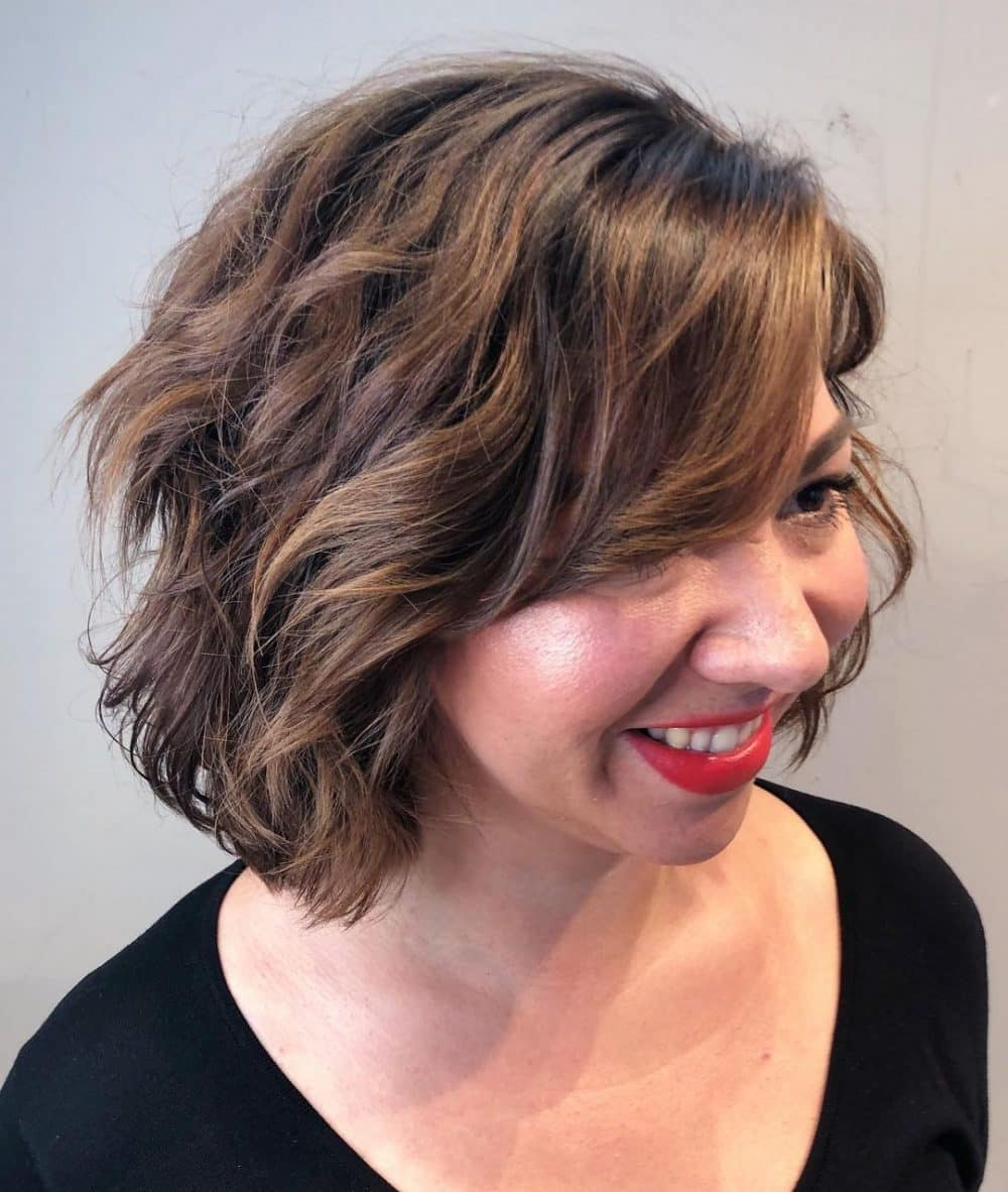 latest layered short haircuts for round faces 2021 5