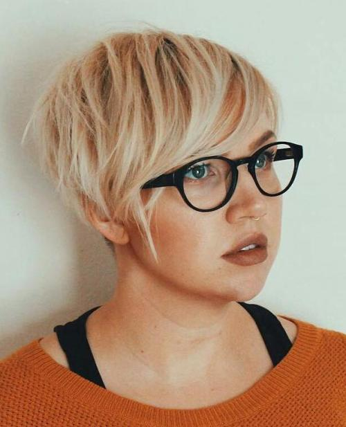 latest layered short haircuts for round faces 2021 7