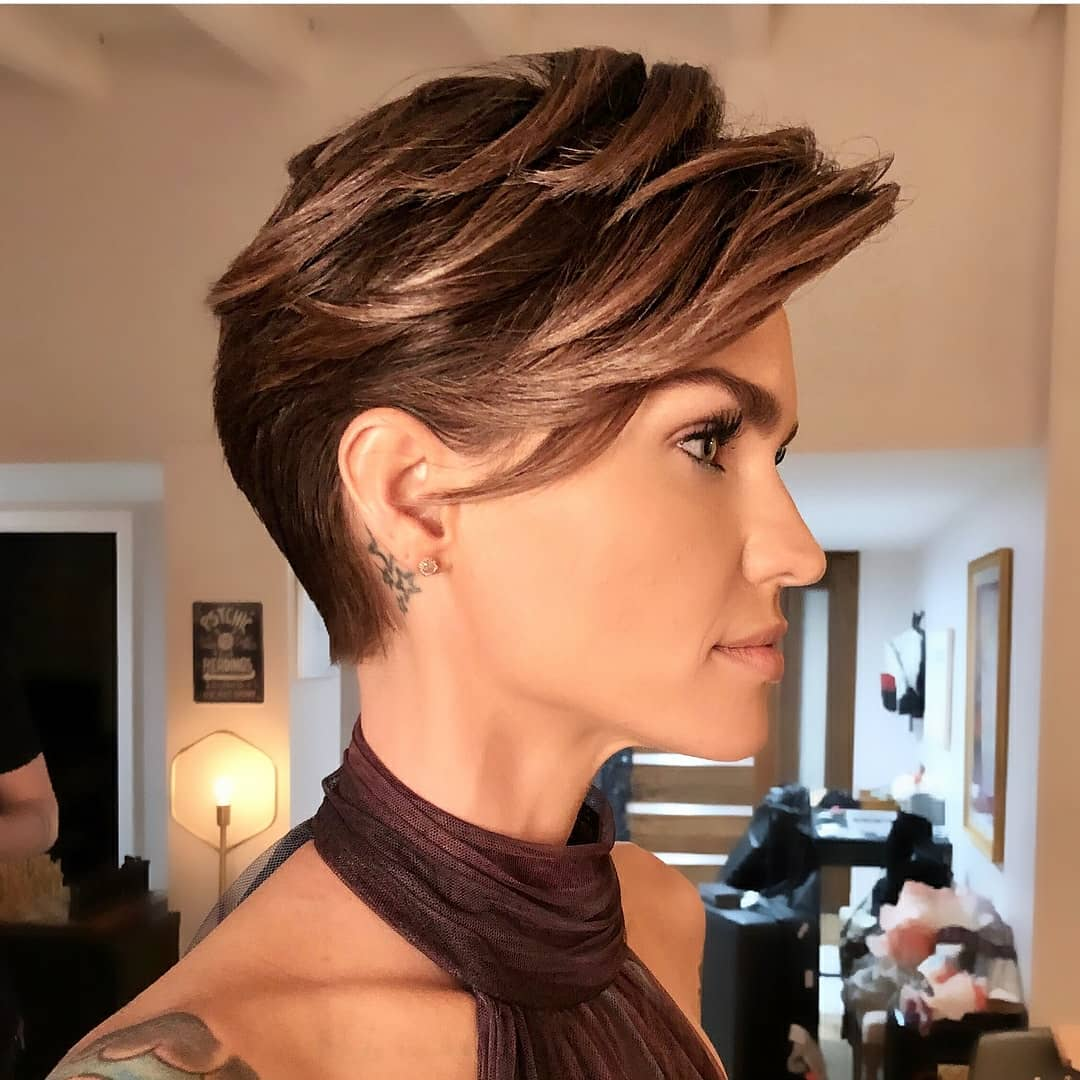 layered short hairstyles that can be preferred for date nights 11