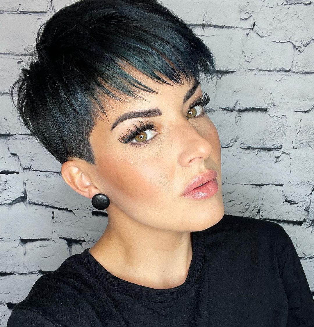layered short hairstyles that can be preferred for date nights 24