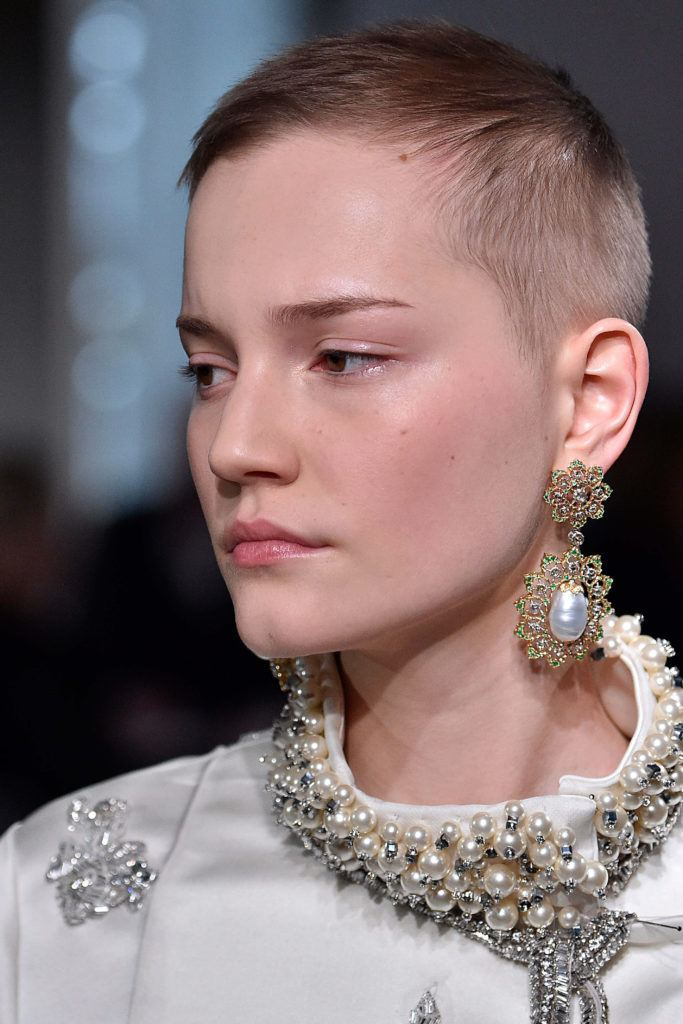 models with short hair karlie kloss kate moss edie campbell and more 44
