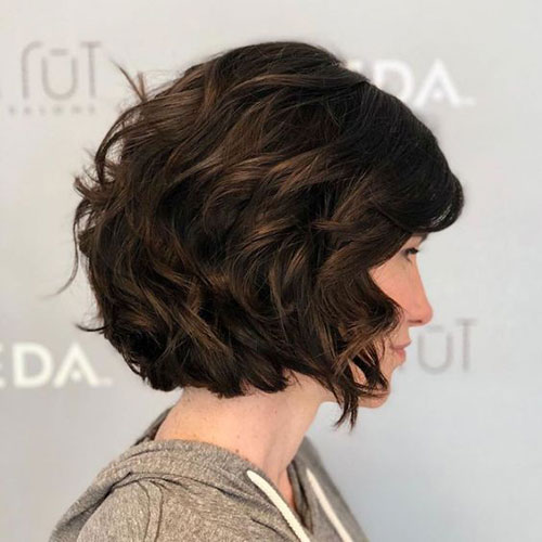 short female hairstyles wavy cool and stylish 2
