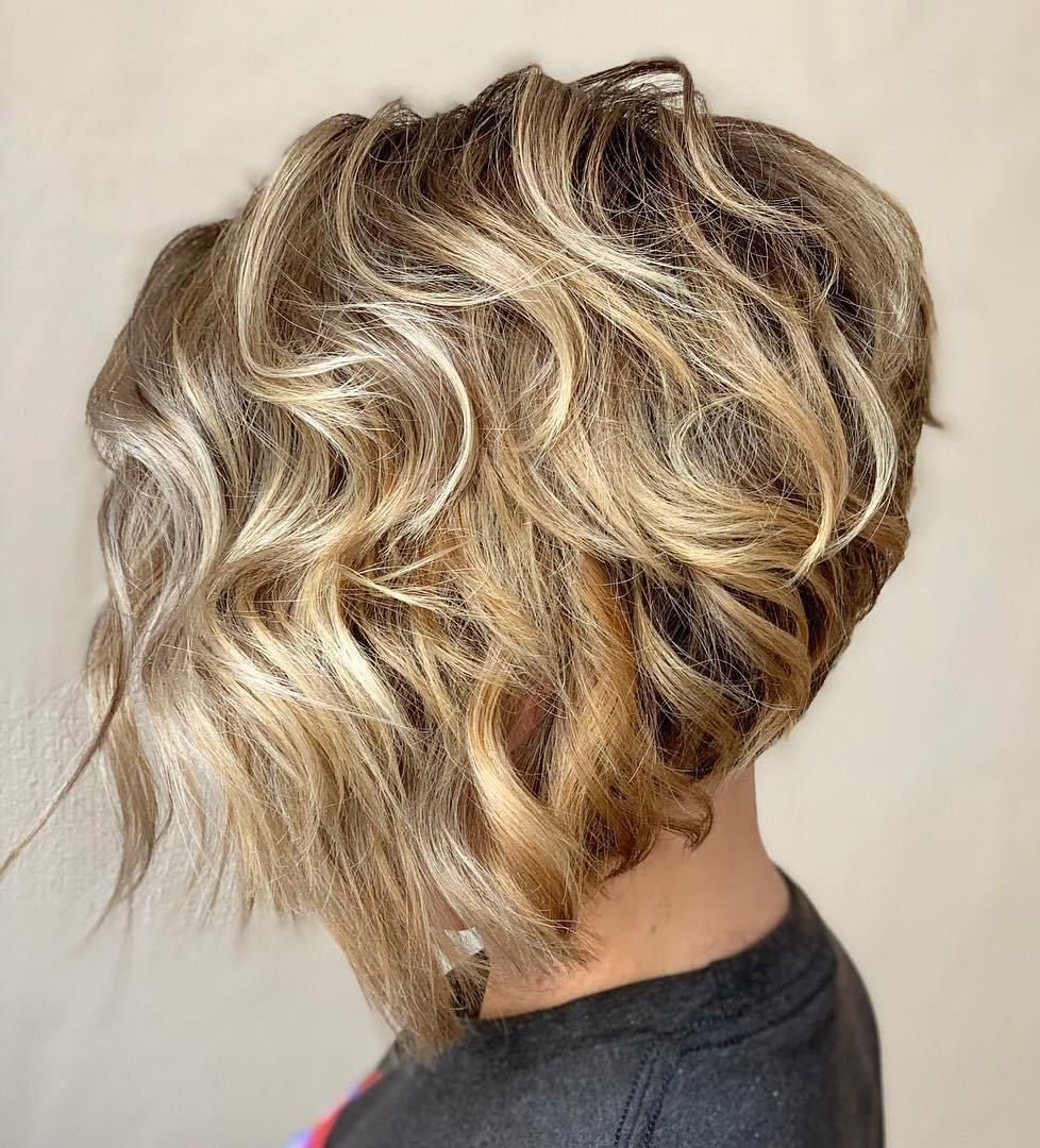 short female hairstyles wavy cool and stylish 21