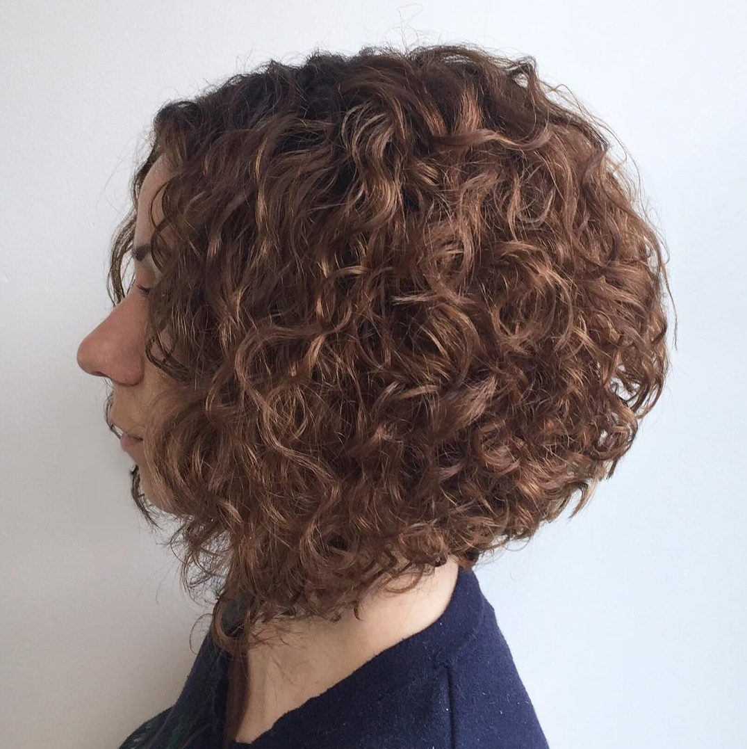 short female hairstyles wavy cool and stylish 23