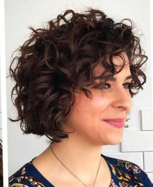 short female hairstyles wavy cool and stylish 24