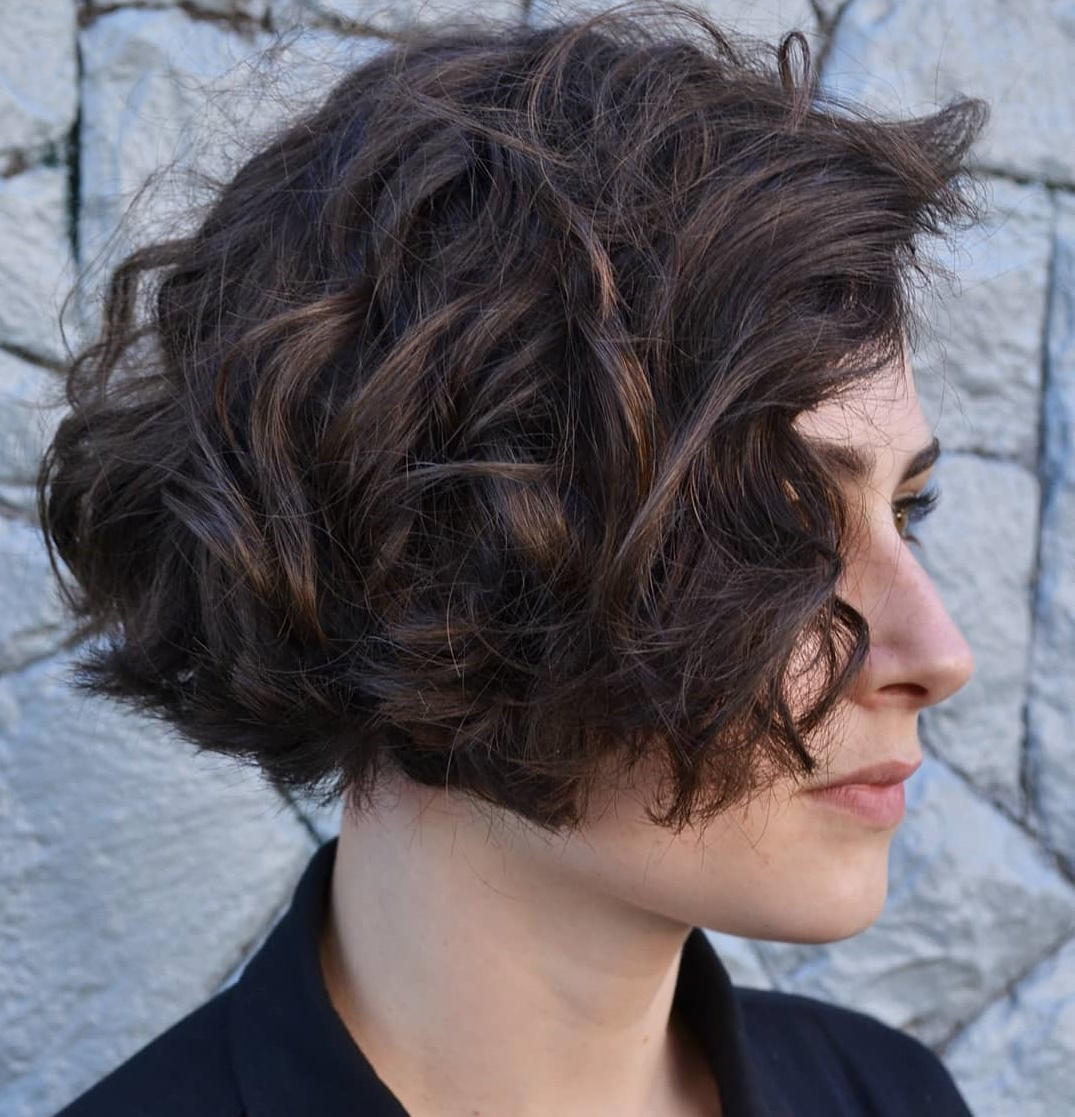 short female hairstyles wavy cool and stylish 30