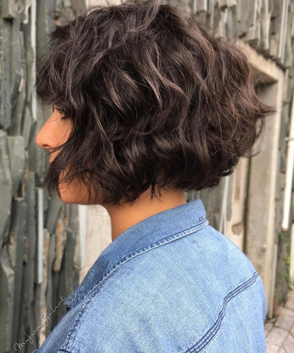 short female hairstyles wavy cool and stylish 31