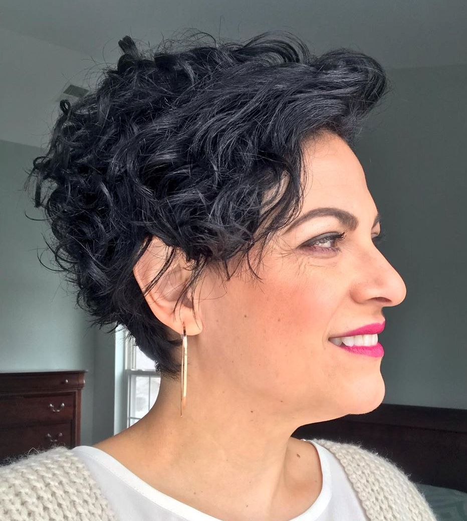 short female hairstyles wavy cool and stylish 33
