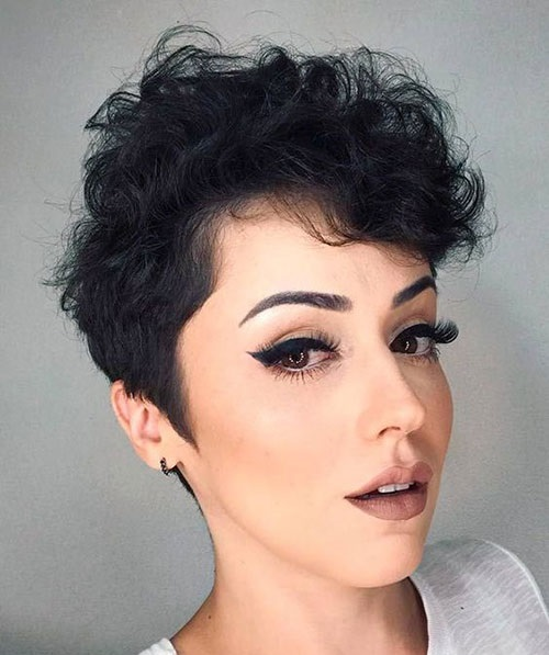 short female hairstyles wavy cool and stylish 34