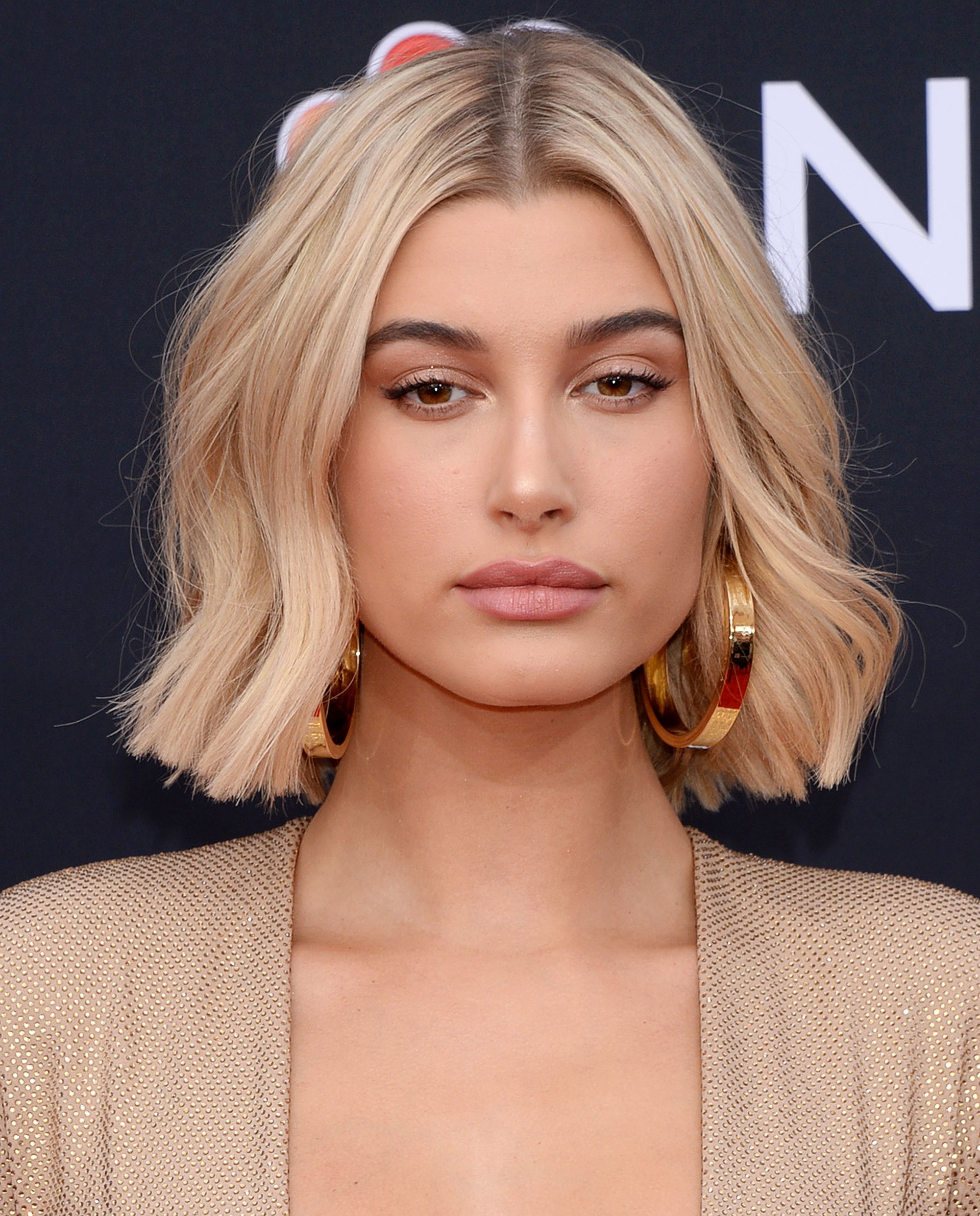 short female hairstyles wavy cool and stylish 37