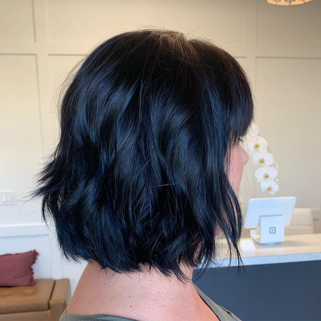 short female hairstyles wavy cool and stylish 4