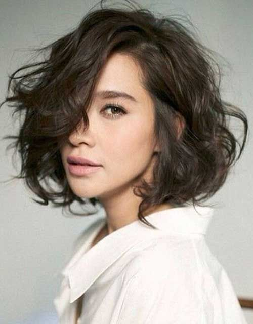 short female hairstyles wavy cool and stylish 43