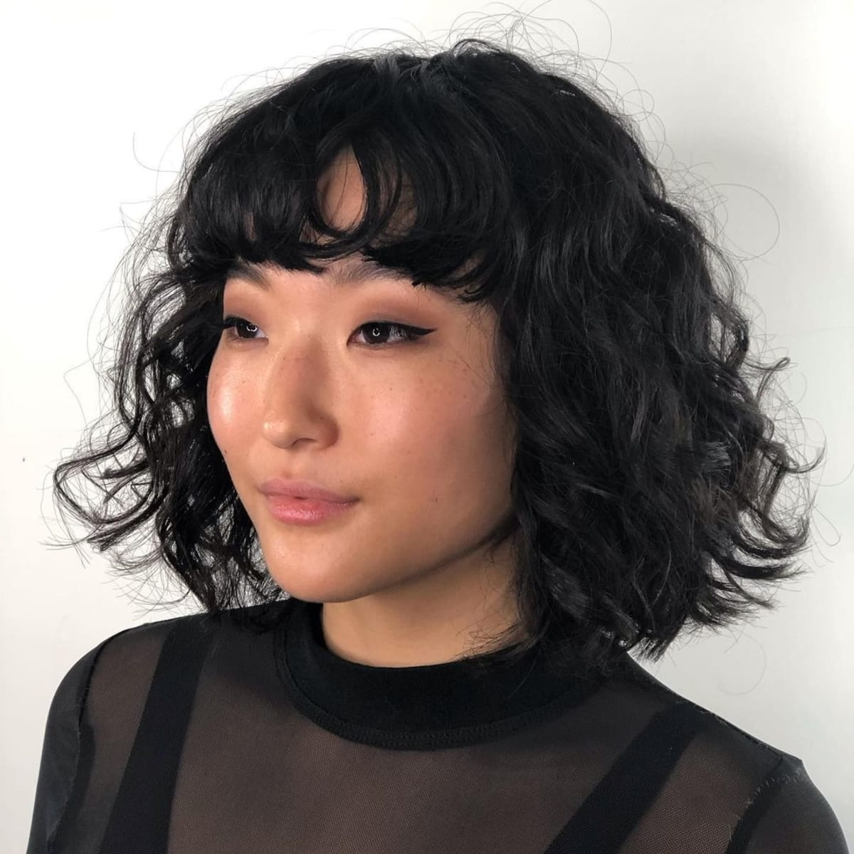 short female hairstyles wavy cool and stylish 45