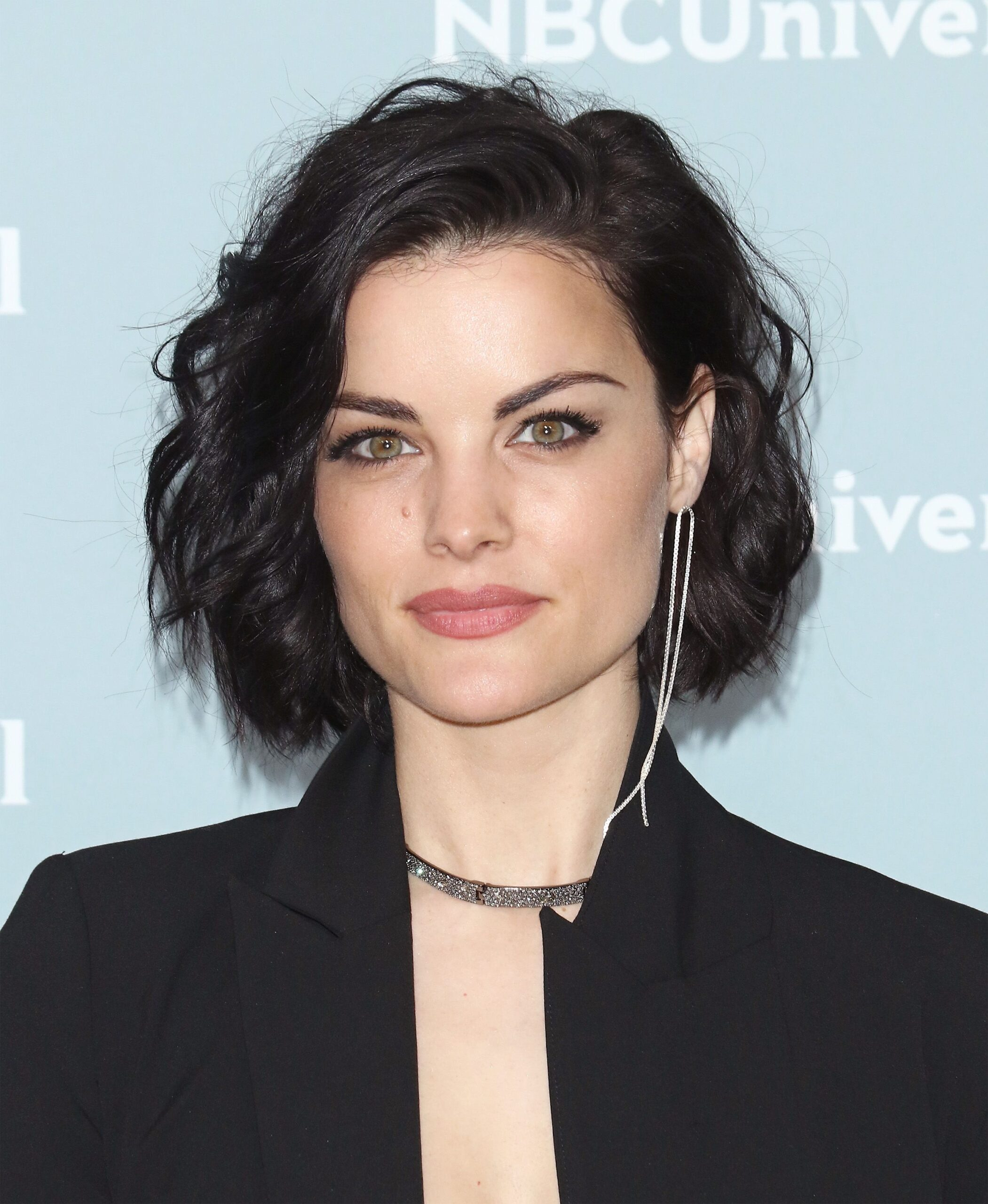 short female hairstyles wavy cool and stylish 47