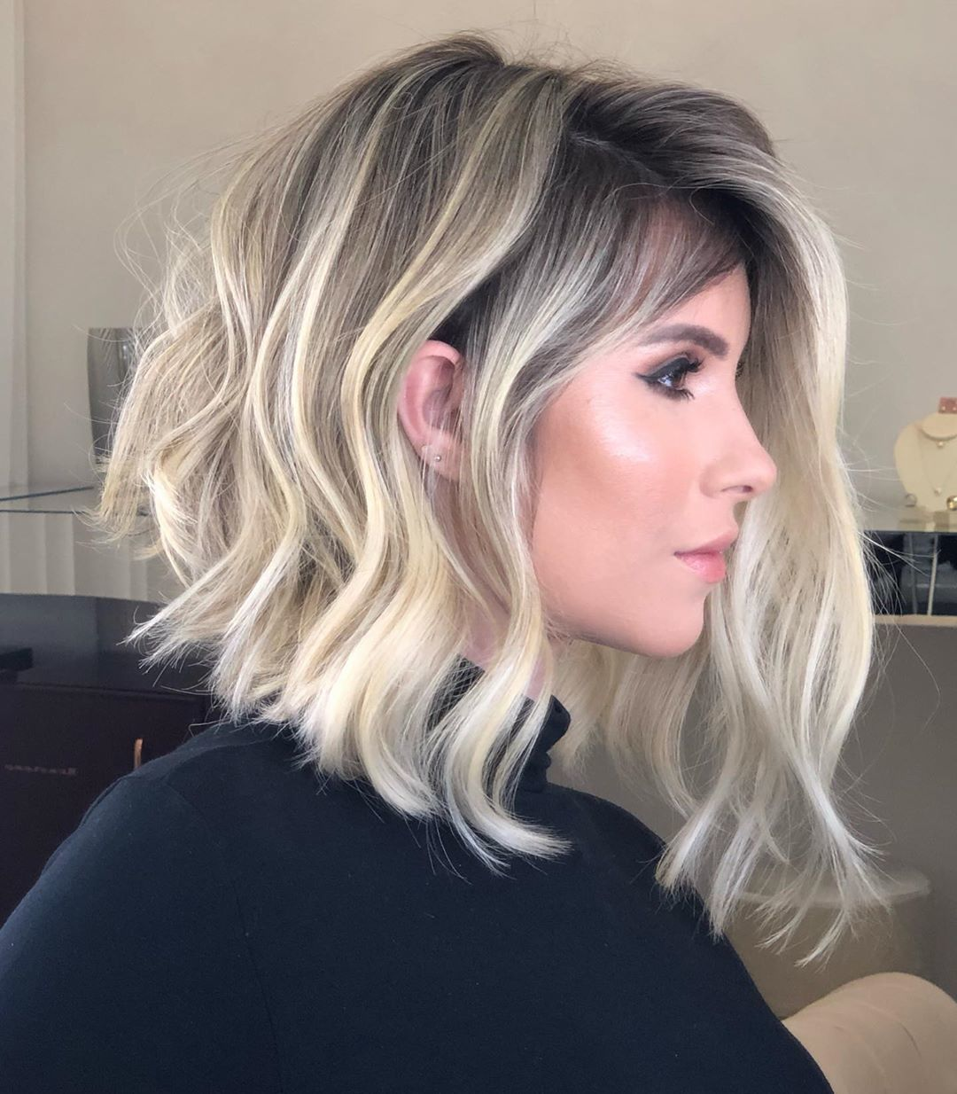 short female hairstyles wavy cool and stylish 5