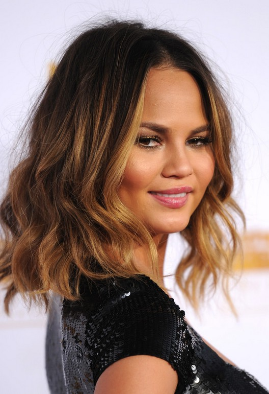 short female hairstyles wavy cool and stylish 7