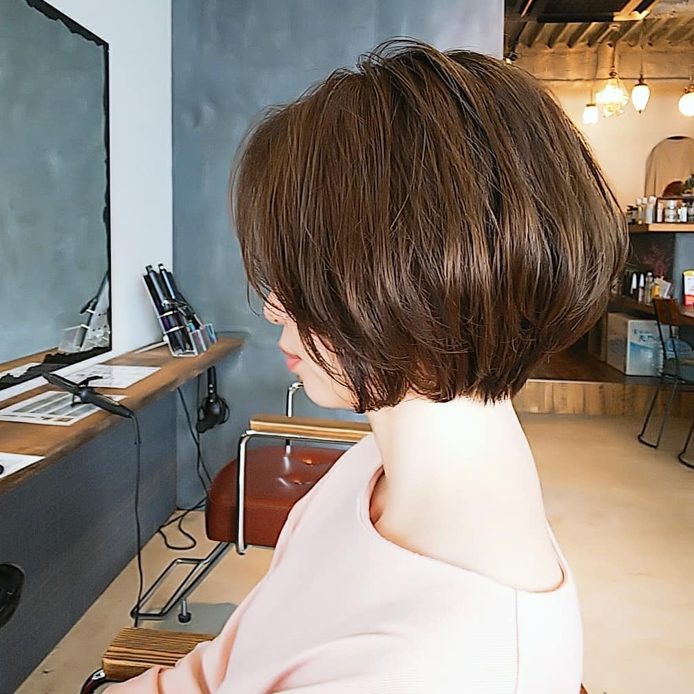 short straight haircut ideas for a younger look 39