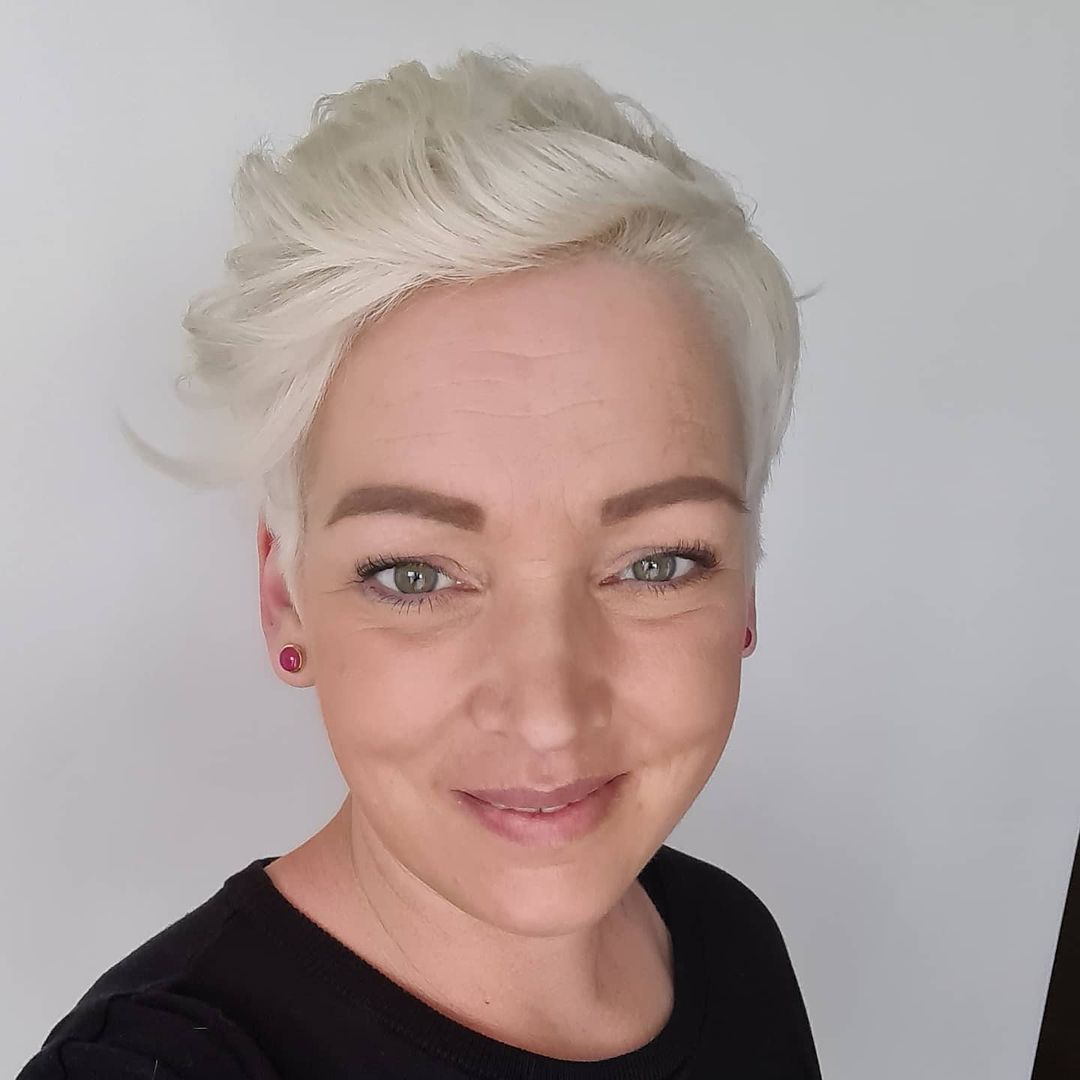 short straight haircut ideas for a younger look 47