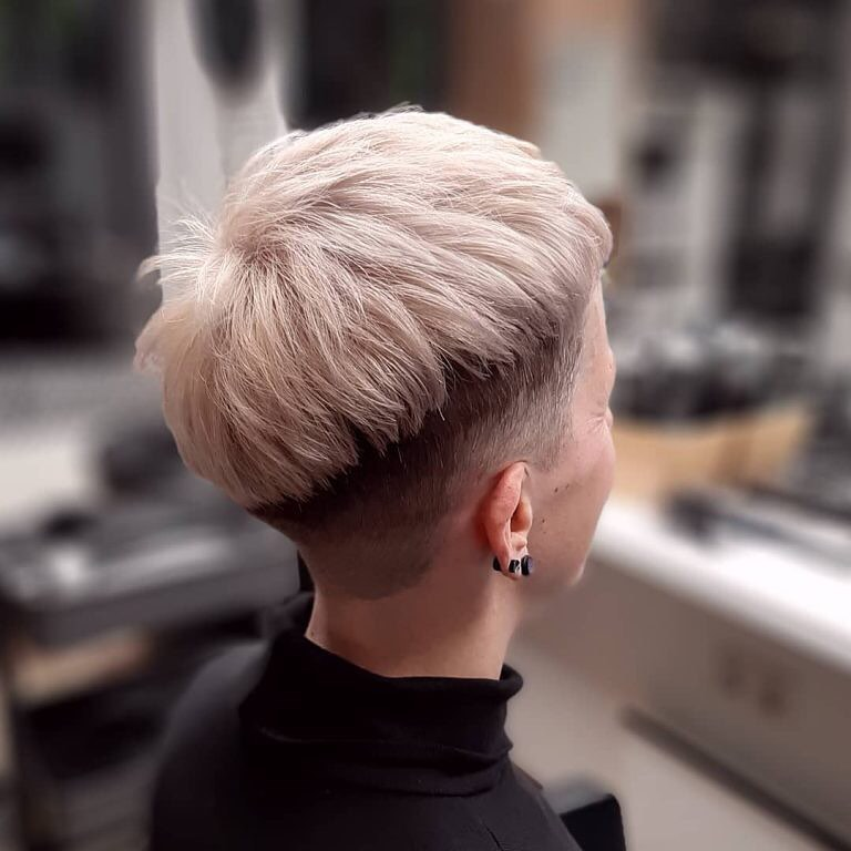 short straight haircut ideas for a younger look 51