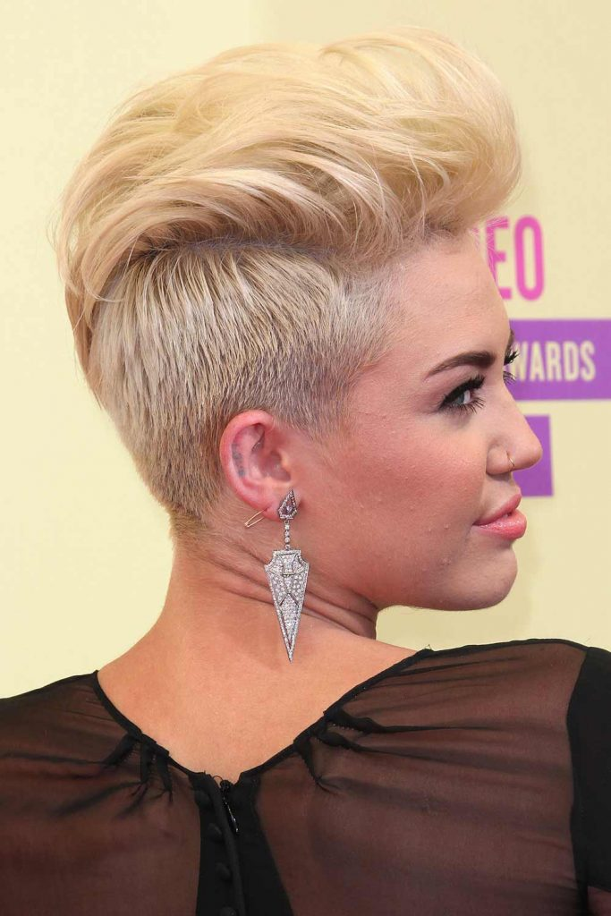 short straight haircut ideas for a younger look 54