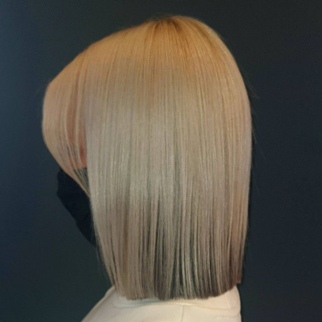 short straight haircut ideas for a younger look 7