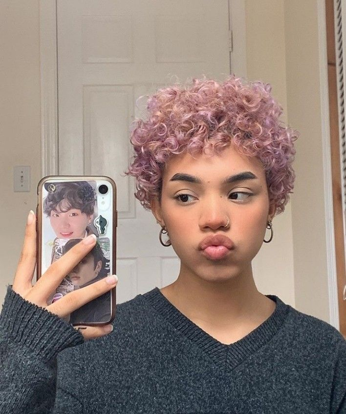trendy curly short hairstyle looks for free spirits 15