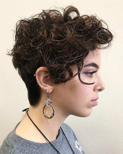 trendy curly short hairstyle looks for free spirits 18