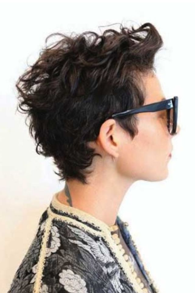 trendy curly short hairstyle looks for free spirits 19