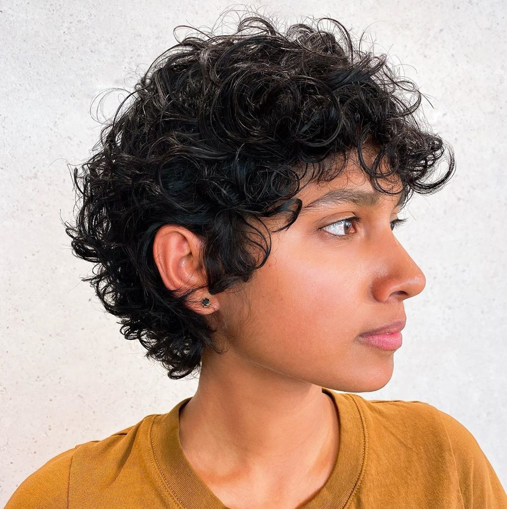 trendy curly short hairstyle looks for free spirits 24