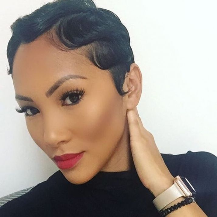 trendy curly short hairstyle looks for free spirits 26