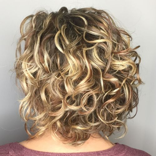 trendy curly short hairstyle looks for free spirits 3