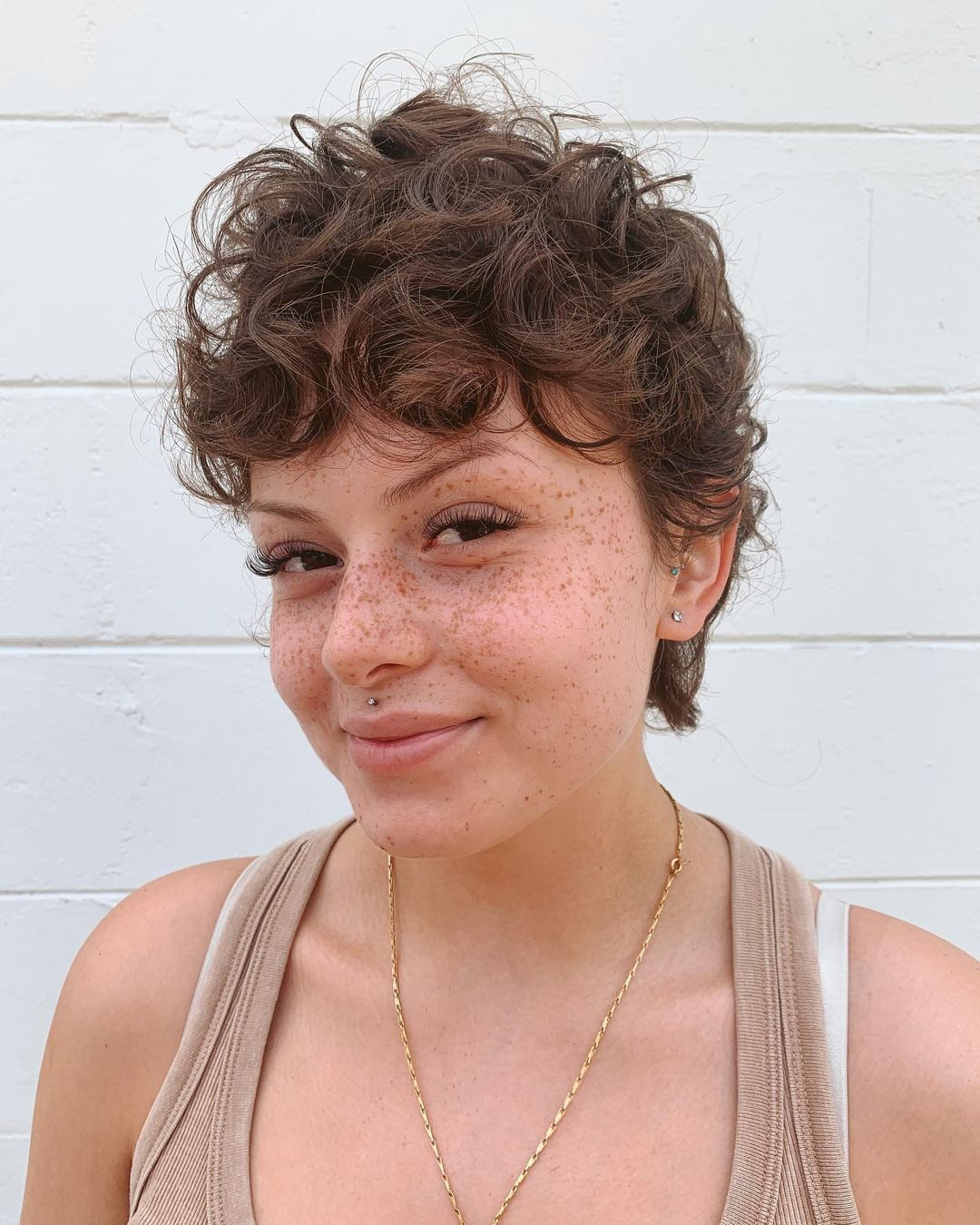 trendy curly short hairstyle looks for free spirits 33