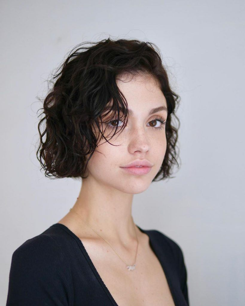 trendy curly short hairstyle looks for free spirits 35