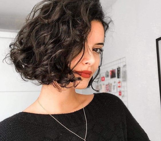 trendy curly short hairstyle looks for free spirits 36