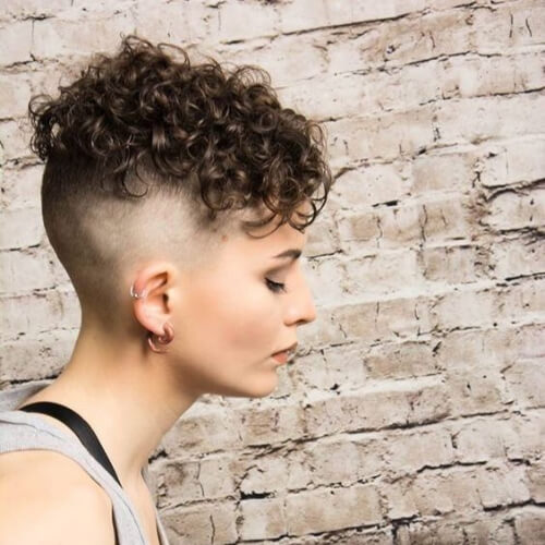 trendy curly short hairstyle looks for free spirits 37