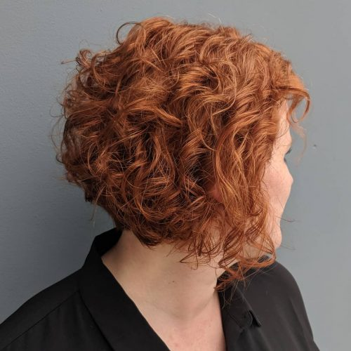 trendy curly short hairstyle looks for free spirits 40