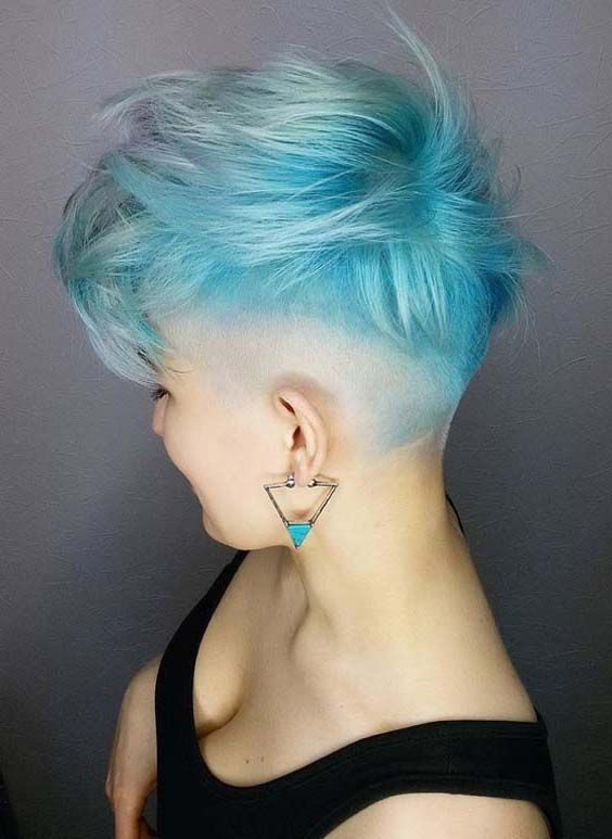 trendy curly short hairstyle looks for free spirits 42
